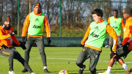 Tân binh rạng rỡ trên sân tập, tinh thần của Man Utd lên rất cao