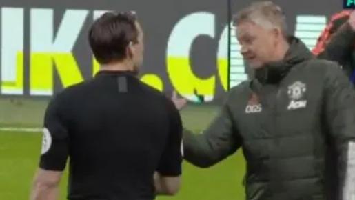 Man United bị tước phạt 11m, Ole tranh cãi thẳng với trọng tài biên