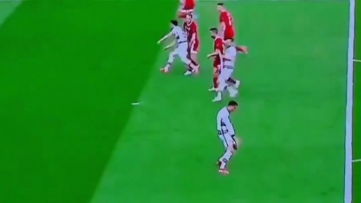 Ronaldo quát tháo khi bị đồng đội ngó lơ