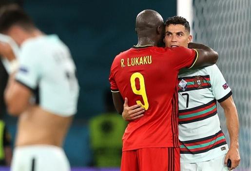 CHÍNH THỨC! Đội hình tiêu biểu EURO 2020: Cú sốc Lukaku, Shaw