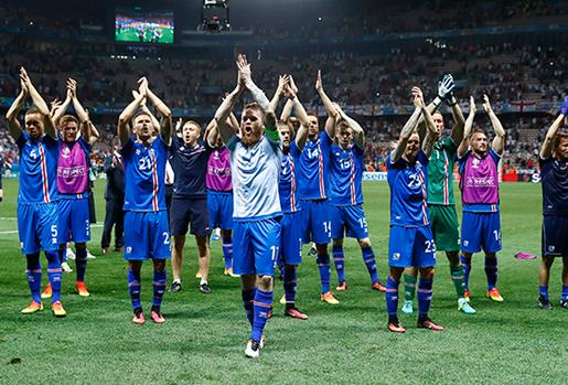 Bóng đá Việt Nam trở thành tâm điểm khi Iceland thắng Anh