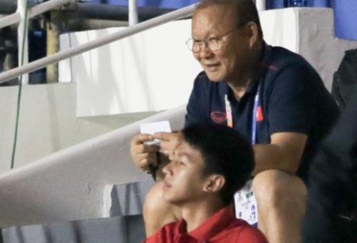 Thái Lan lọt lưới 2 quả, HLV Park Hang-seo hành động bí hiểm