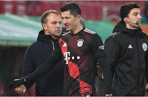 Đã rõ lý do Lewandowski bị thay ra sớm ở trận gặp Augsburg