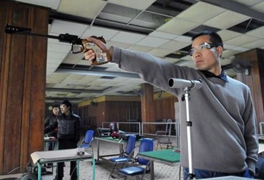 """""""Ở Quân đội, Hoàng Xuân Vinh có đủ đạn, tập bia điện tử"""""""