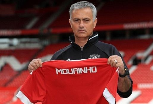Chùm ảnh: Mourinho 'khoe dáng' tại Old Trafford