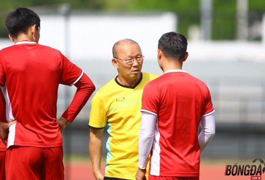 Trọng Hoàng sẵn sàng đấu Malaysia, thầy Park mừng ra mặt
