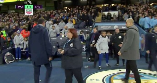 SỐC: Sarri hành xử khó tin với Guardiola sau trận thua muối mặt - Bóng Đá