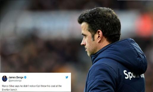 Bị ném áo khoác về phía mình, Marco Silva phản ứng khiến Ozil phải xấu hổ - Bóng Đá