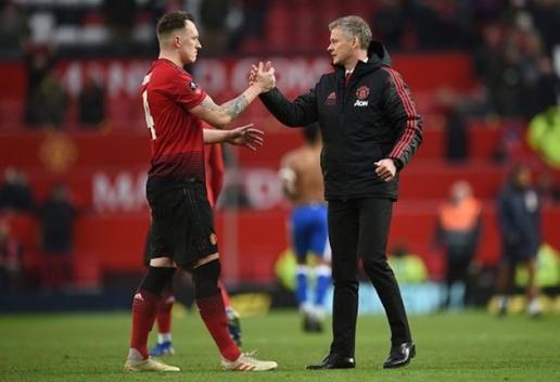 'Man Utd vẫn chưa làm được gì cả' - Phil Jones - Bóng Đá
