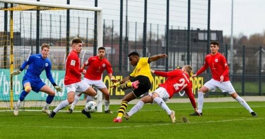 Youssoufa Moukoko phá kỷ lục ghi bàn U19 Bundesliga | Bóng Đá