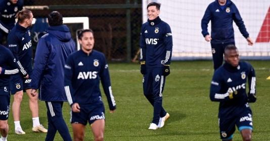 Vừa rời Arsenal, Ozil có lần đầu đầy lạ lẫm ở đội bóng mới | Bóng Đá