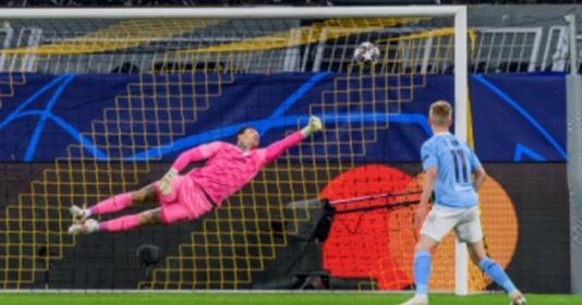 Phá lưới Man City, thần đồng 17 tuổi đi vào lịch sử Champions League | Bóng Đá