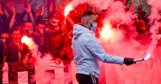 Quá điên rồ! CĐV PSG át vía Man City trước trận và cái kết đắng | Bóng Đá