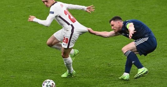 Gary Neville công kích tuyển Anh thậm tệ | Bóng Đá