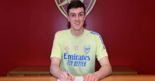 Arsenal ký hợp đồng chuyên nghiệp với Alex Kirk  | Bóng Đá