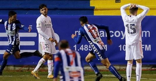 Zidane: Tôi còn chả biết các cầu thủ có còn ủng hộ mình không | Bóng Đá