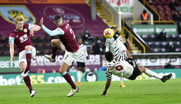 Martial ngả bàn đèn, bỏ lỡ 3 cơ hội ghi bàn cho Man Utd trận Bunrley - Bóng Đá