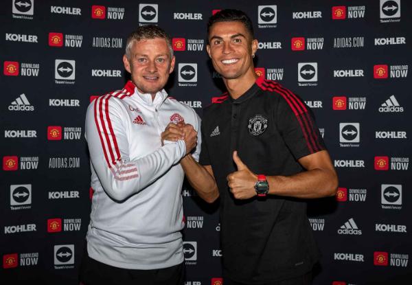 CHÍNH THỨC: Ronaldo ký hợp đồng với Man Utd - Bóng Đá