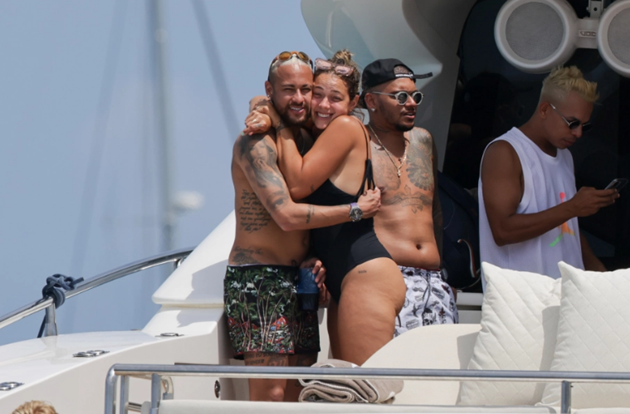 Neymar hugs ex Carol Dantas on boat in Ibiza - Bóng Đá